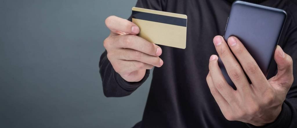 huijausviestit ja puhelut lisääntyneet rajusti