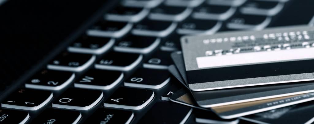 Verkkokauppamaksuja veloitettu tuplana tällä viikolla